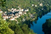 Randonnee Tours offers cycling tours in France