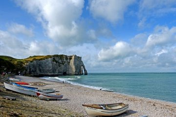 Randonnee Tours offers cycling and hiking tours in Normandy, France